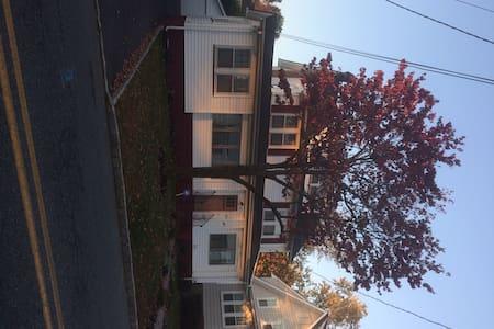 Mid Century charm West Orange NJ - Ház