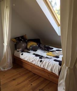 Schönes Zimmer zwischen Potsdam und Berlin - Michendorf - Apartamento