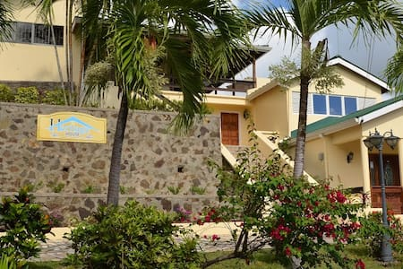 Bed, breakfast and a view - Castries City - Bed & Breakfast