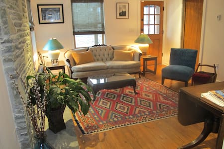 Rhinebeck Farmhouse Dec. SPECIAL price. - Rhinebeck