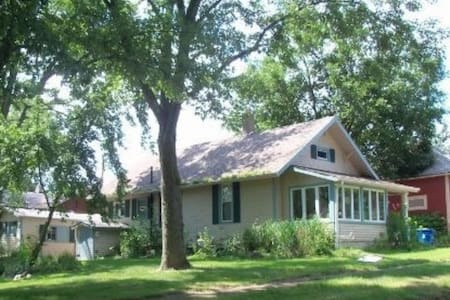 New Price Parents Weekend Available Cute 3 Bedroom - House