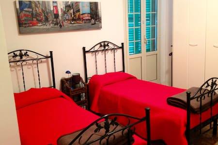 affittasi camere e posti letto - House