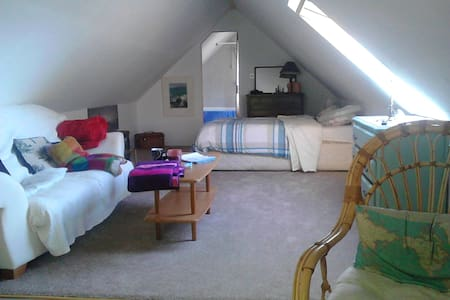 Lovers Loft overlooking ocean - Schull