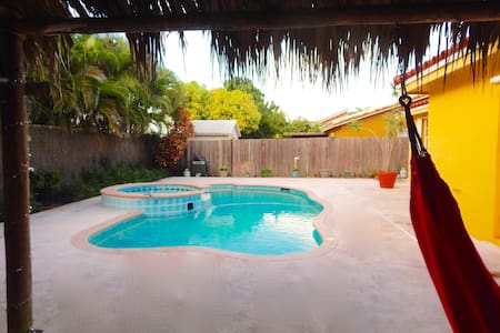 Tropical Cozy 3bdr/2bth Home - Cutler Bay - Dom