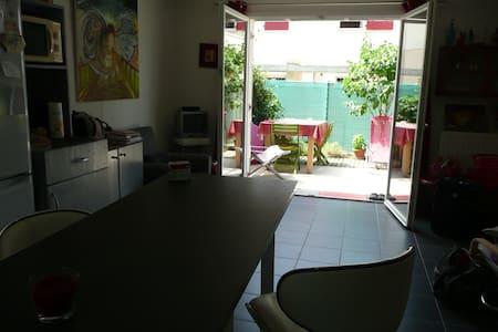 Chambre lumineuse + SDB privée - Proche centre - House