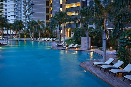 High Floor 2 BR 5 Pax Stay at Luxury KLCC view - Kuala Lumpur