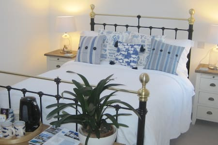 Trenance House B&B, Nr Helston CWLL - Bed & Breakfast
