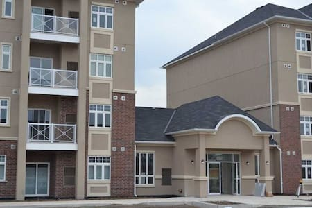 Brand New Condo One Bedroom Plus Den - Milton - Appartement