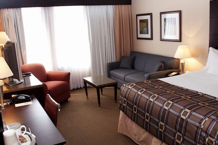 Bed, Breakfast & Beyond at Radisson - Andre