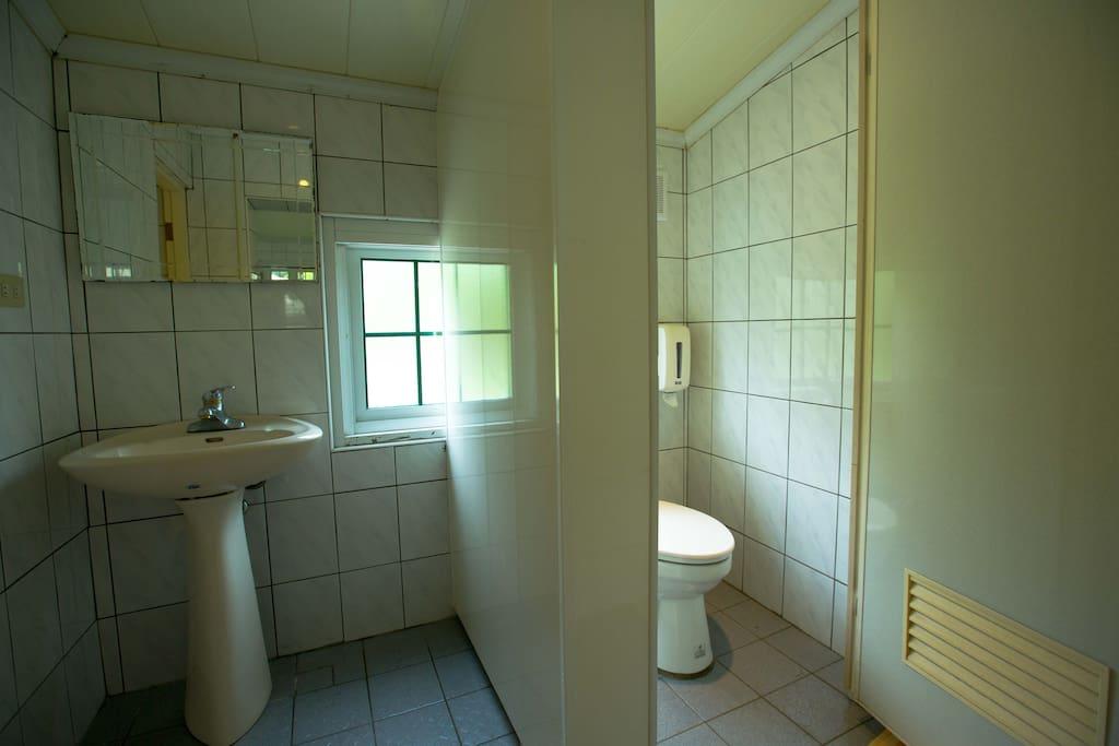 公共衛浴設備