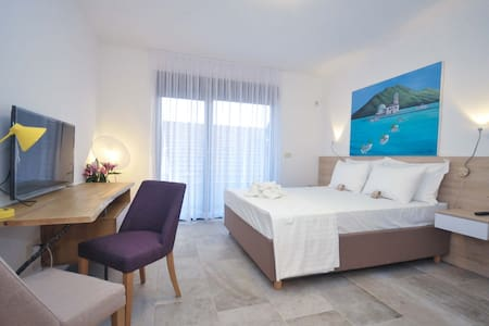 LUX studio with pool-just 3 minutes from the beach - Petrovac - Pousada