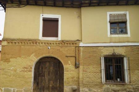 Casa castellana junto al Canal de Castilla - Dom