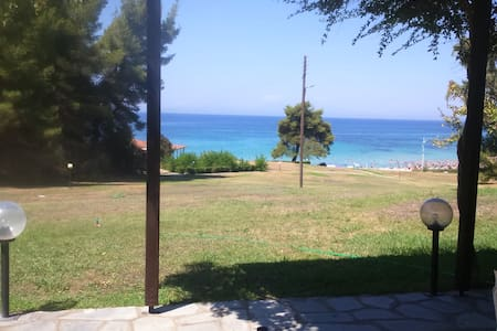 Beach Front 3 Bedroom Residence in Chalkidiki - Elani - Hus