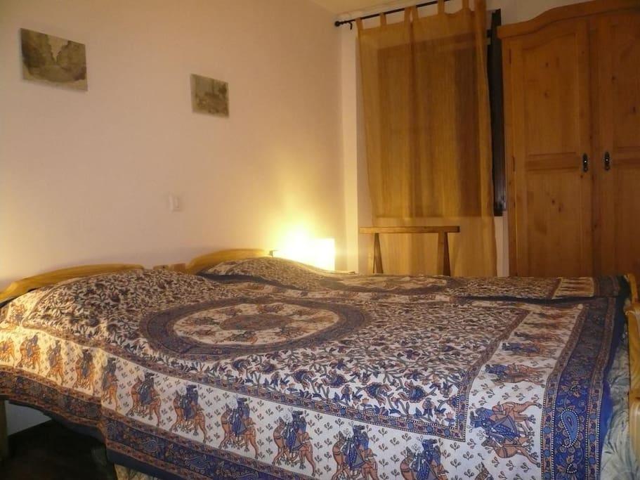 Bedroom 2 single