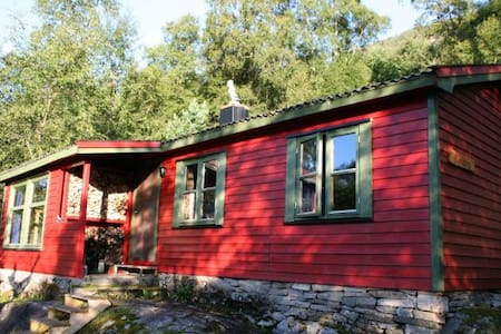 Idyllische Hütte am Snillfjord - Krokstadøra