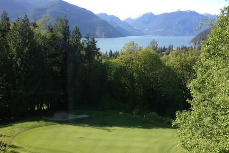 Executive house on golf course with awesome views - Furry Creek