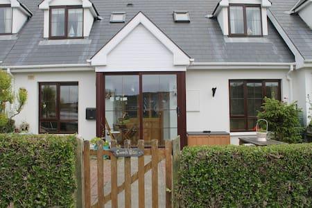 West Cork Beach Cottage, Tragumna, Skibbereen - Cork