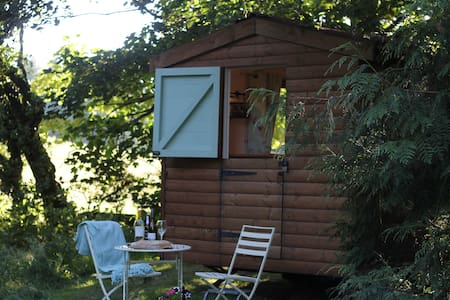 Gorgeous Glamping Hut with SPA pass included! - Llanferres - Skjul