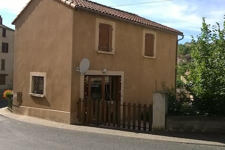 Maison individuelle avec terrasse - Belmont-sur-Rance