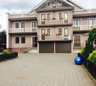 3 этажный дом со всеми удобствами - Kolkhida - Pis