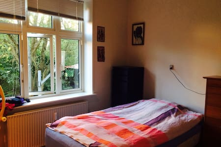 Værelse i hyggelig lejlighed - Apartament