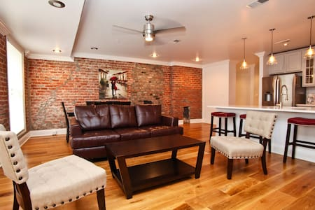 Downtown 2Bdr Luxury Penthouse 400