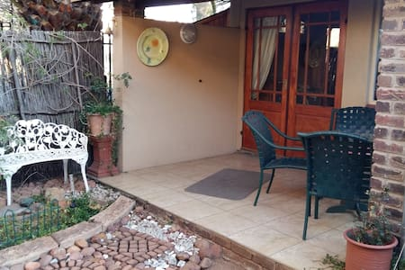 Ridgewood - Self Catering Cottage - Kempton Park