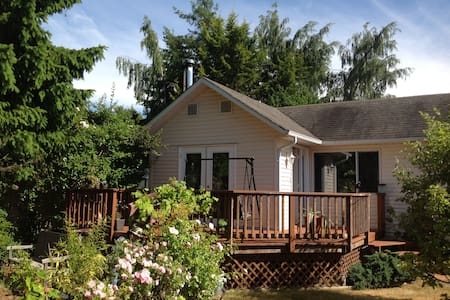 Milton's Tiny Mansion - Rumah