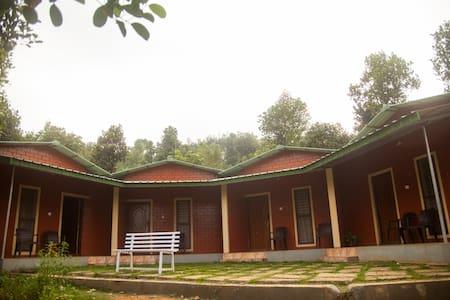 Plantation Deck Rooms from Yedamakky Cottage - Kodagu - Naturhytte