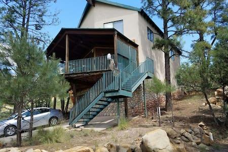 GrindStone Lake Cabin - 1BR - Hus