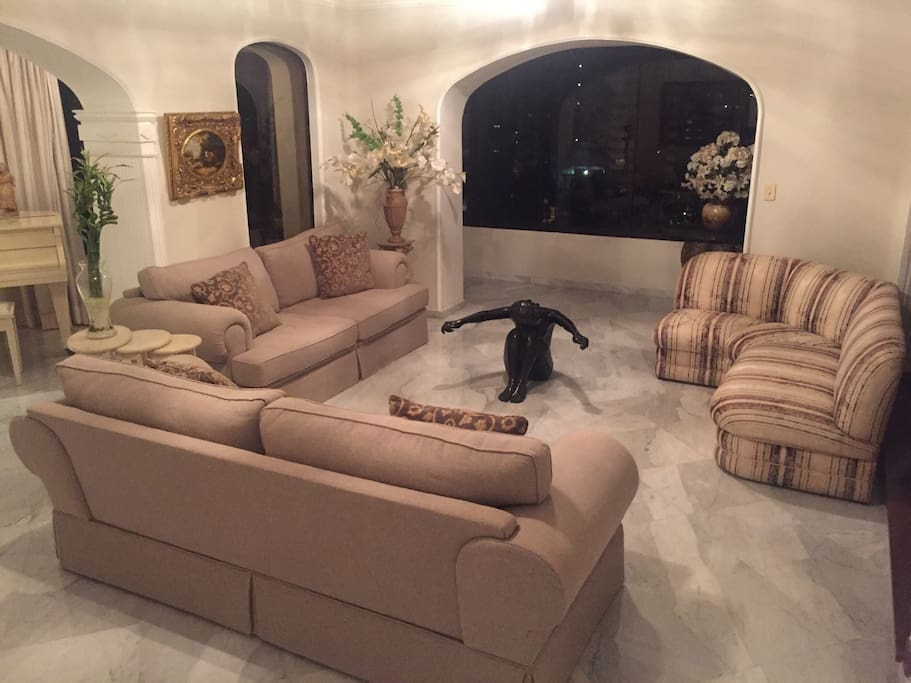 Sala de estar com 3 sofas luxo