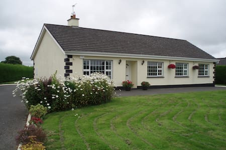 Modern bungalow with 4 bedrooms near Tullamore - Bungalow