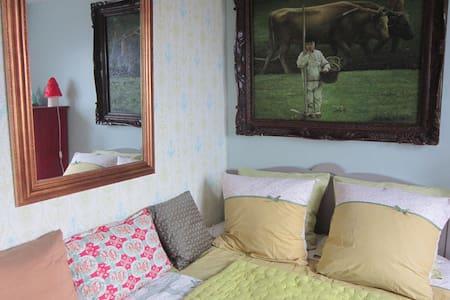 """La Marée Douce """"Chambre Citron"""" - Bed & Breakfast"""