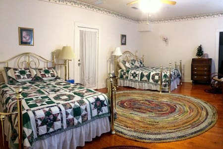 The Hinson House Bed & Breakfast: Crigler's Suite - Marianna - Bed & Breakfast