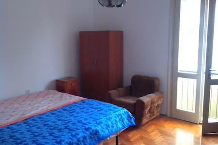 Camera Matrimoniale in Appartamento - Huoneisto