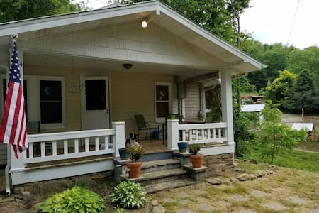 Charming 2BR/1BA Bungalow - Σπίτι