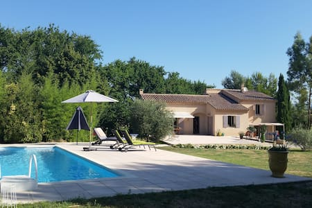 Skønt feriehus i klassiske Provence - Maubec - House
