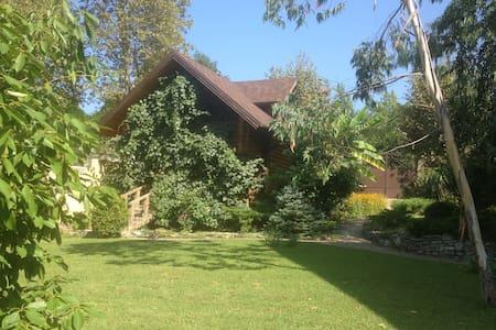 Отдельно стоящий гостевой домик со стоянкой - Soçi
