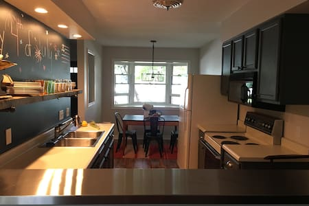 Clean/Newly Remodeled Townhome 3 mi. from Downtown - State College - Sorház