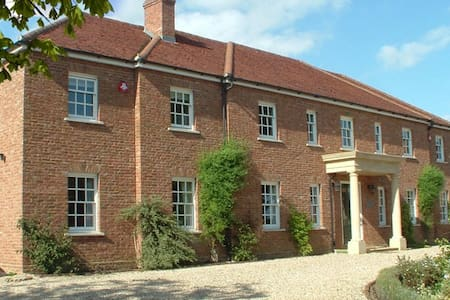 Kelmscott House, Eversholt, Woburn - Eversholt - Bed & Breakfast