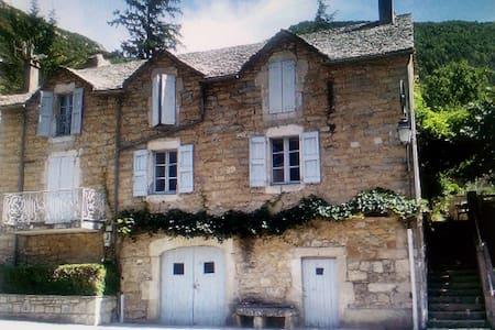 Maison au coeur des gorges du Tarn - House