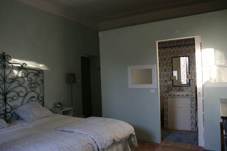 Double room with bathroom in a 16th century house - Townhouse