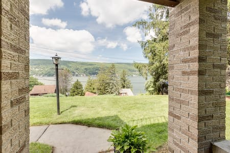 Warwick 2 Bedroom Guest Suite with Lake Views! - Greenwood Lake