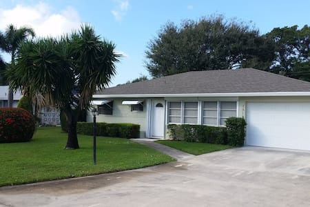 Charming 2/2 Home- 2 Miles to Beach