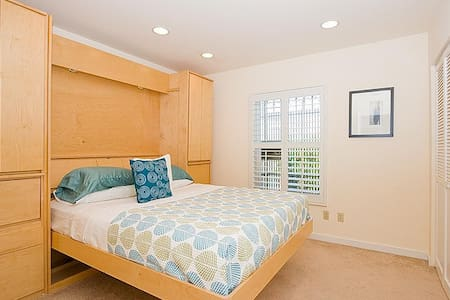 Sunny Large Room in Mission Terrace - San Francisco - House
