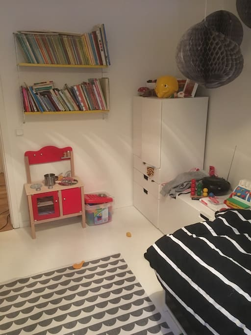 Kids room with a lot of toys and 90 cm bed. Travel babycrib is available.