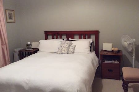 Litchfield Lodge Bed and Breakfast - Bed & Breakfast