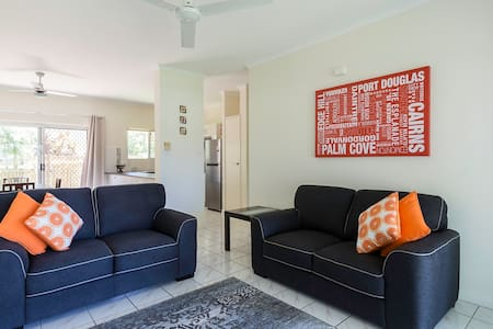 Clean, comfy, 2 bdrm apartment, new kitchen, bathroom & all new furnishings. Very quiet location only 5 mins to city & shops, restaurants & public transport. Nespresso coffee & free pods. Resort style pool & car avail for rent at $50 p/day all incl.