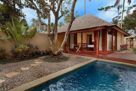 We are excited to introduce Temuku Villas, Temuku Spa and Temuku Restaurant & Bar. We offer eleven new modern villas, each with private garden and pool, beautifully designed and built with respect to Balinese tradition, providing full service and mod