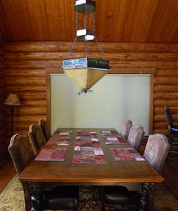 The Tucker Lodge - 2.5 miles from Glacier Park - 로프트
